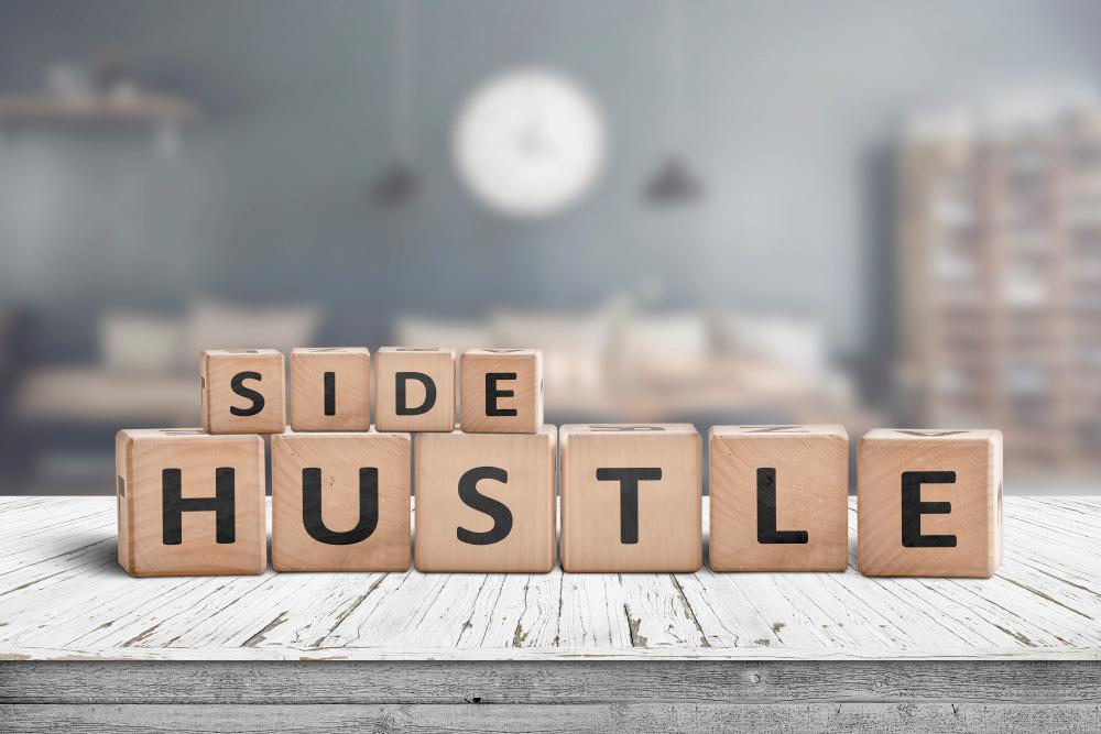 Side hustle written in cubes